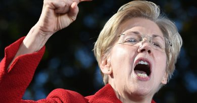 Pocahontas 'Taking A Hard Look' at Running for President